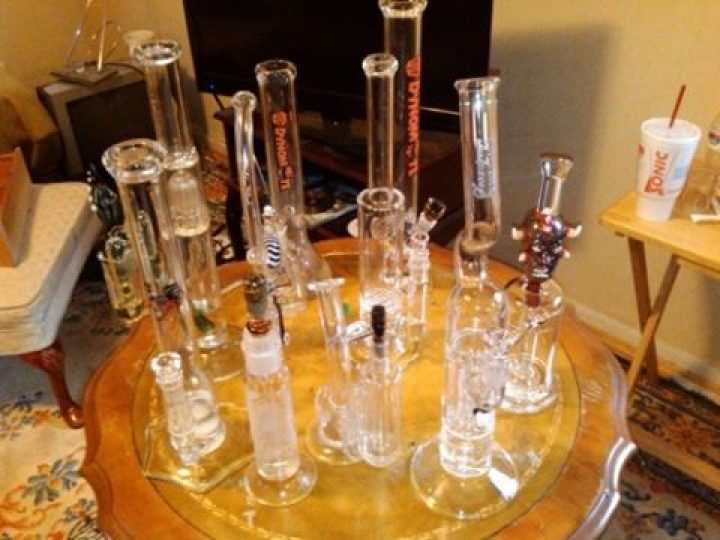 *FREE BONG GIVEAWAY* 1000 bongs to GIVEAWAY! Go on the link HERE… #MMJgirls #M…